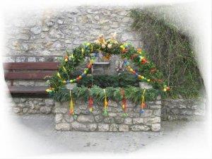 Festlich geschmückter Osterbrunnen in Gundersheim